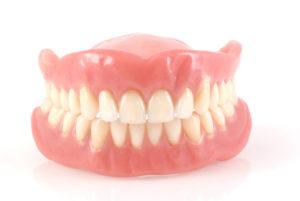 Как привыкнуть к съемному протезу в стоматологии?